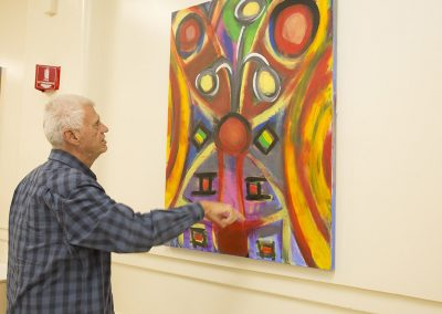 mendoza pointing and talking about his painting